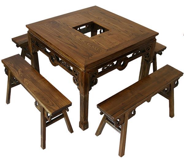 榆木火锅桌既赋有中华民族的传统文化又不乏时尚与新颖;榆木纹理清晰,花纹美丽,坚韧度强,刨面光滑,能与不同的材质家具和谐搭档,可以给居室空间带来无限活力,更有自然的田园气息。火锅桌厂家欧冠轩可以根据您的火锅店装修风格来量身定做,更多关于实木火锅桌椅材质_颜色_尺寸_价格_图片等相关信息可以来电咨询我们的客服工作人员。